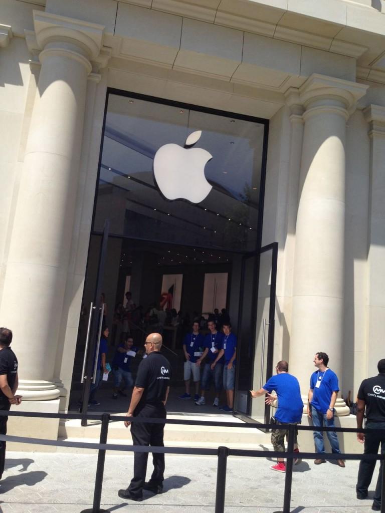 apple store paseo de gracia barcelona opening